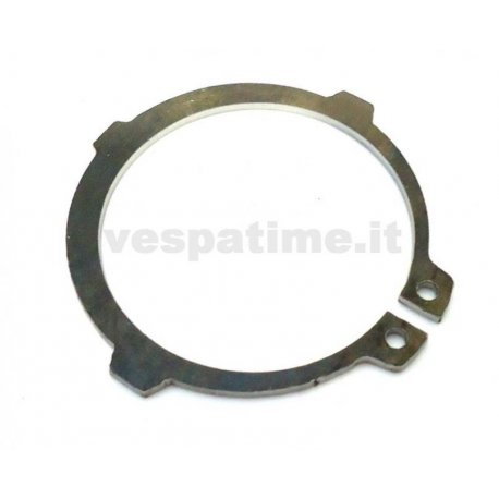 Seeger circlip ring with reinforcement notches